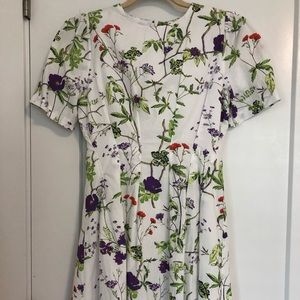 Good quality of stretch cotton floral dress (XS)